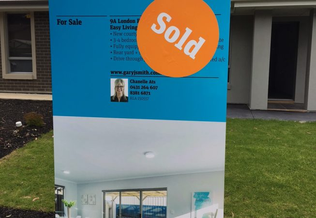 house-staging-sold-sign-03