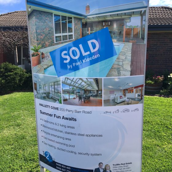 house-staging-sold-sign-05