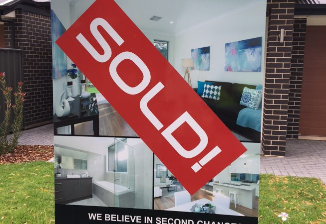 house-staging-sold-sign-06