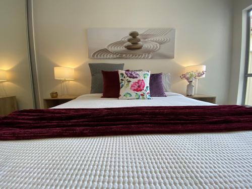 flinders-park-bedroom-pillows-throw-rug (1)