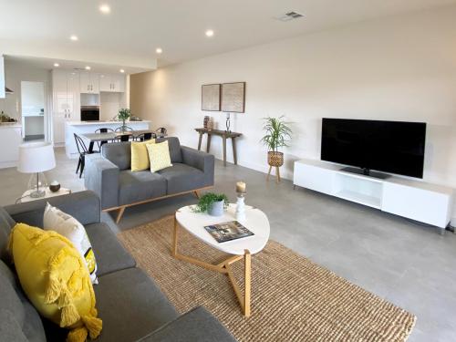 flinders-park-lounge-kitchen-house-staging (1)