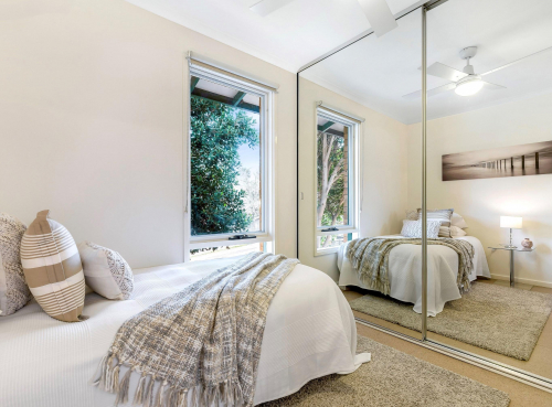 ovingham-bedroom-throw-rug-house-staging